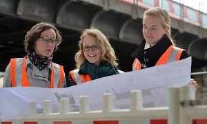 Bauingenieurinnen bei der DB