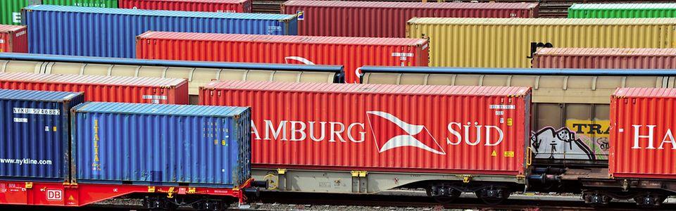Rangierbahnhof (Rbf) Maschen -Richtungsgleise mit Güterzugbildung und Güterzügen
