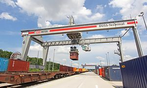 Neuer Containerkran am Start